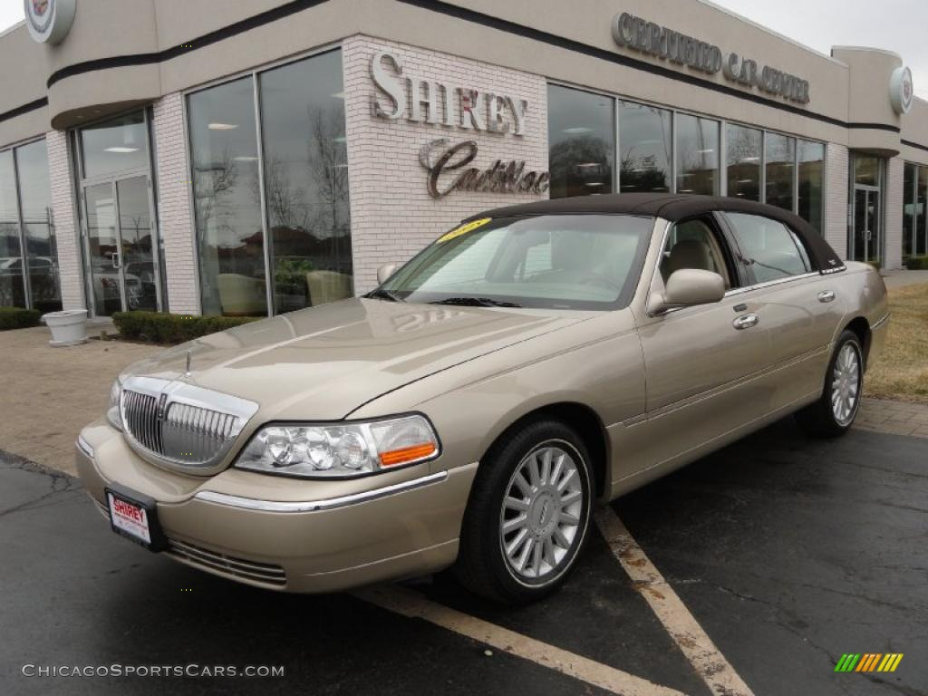 2005 lincoln town car signature limited in light french silk clearcoat 670746. Black Bedroom Furniture Sets. Home Design Ideas