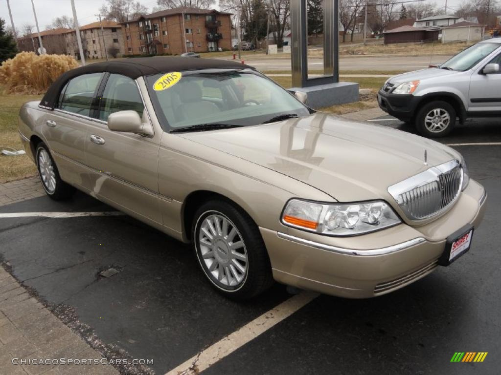2005 lincoln town car signature limited in light french silk clearcoat photo 3 670746. Black Bedroom Furniture Sets. Home Design Ideas