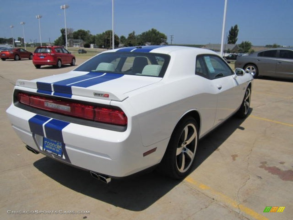 2011 dodge challenger srt8 392 inaugural edition in bright white photo 14 508101. Black Bedroom Furniture Sets. Home Design Ideas