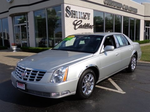 Radiant Silver Metallic 2011 Cadillac DTS Luxury